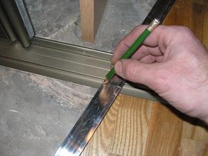 Стыковка поверхностей при помощи выгнутого порожка